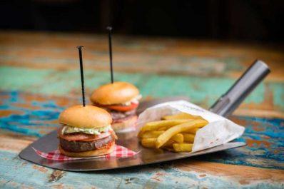foody-farm-hamburger-materie-prime-patatine-fritte-768x513